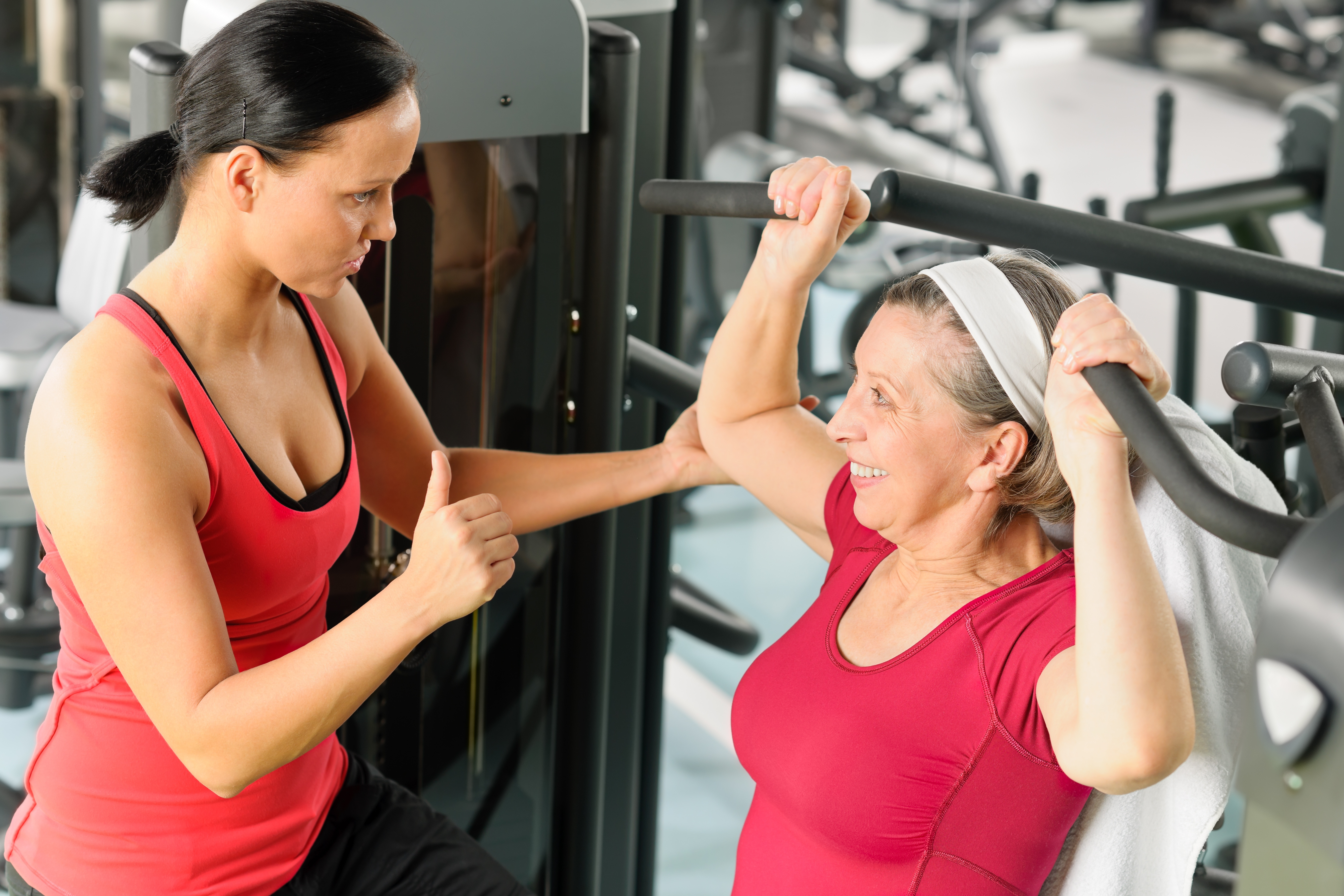 Enseñanza Orthos. Escuela de formación deportiva. Entrenador personal en sala de Fitness