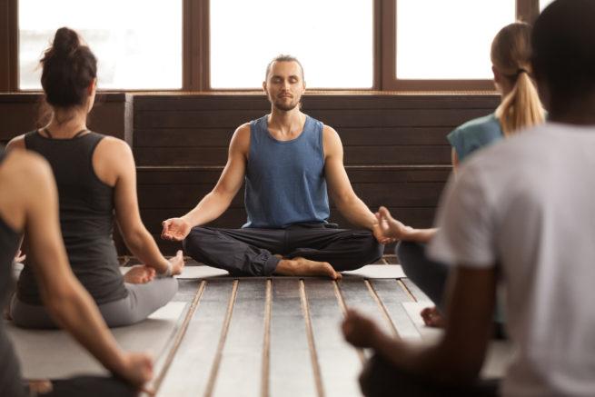 profesor-de-yoga