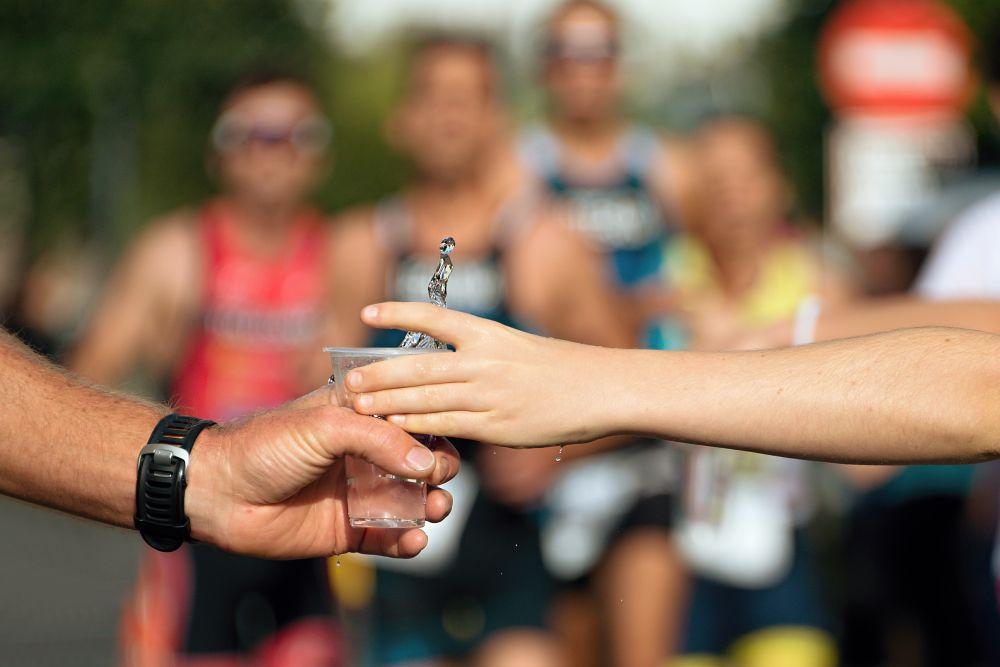 REhidratacon en running para mejorar el rendimiento en la carrera